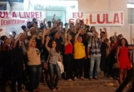 VEJA VÍDEOS: estudantes e professores fazem manifestações #lulalivre na UFPB e UEPB