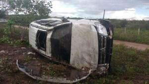 TROC 4 300x169 - FORTES CHUVAS: Carro de deputado paraibano capota três vezes na BR-230, ele e ocupantes são levados as pressas para hospital - VEJA FOTOS