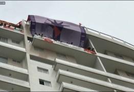 """AO VIVO: Integrantes do """"Movimento Sem Teto"""" invadem triplex do Guarujá atribuído a Lula"""