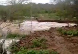 BARREIRA ROMPEU: Fortes chuvas deixam comunidades isoladas e causam alagamentos no Cariri do estado – VEJA VÍDEOS