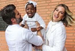Adolescente é condenada por ofensas racistas contra Titi, filha de Gagliasso e Giovanna Ewbank