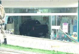 PERIGO: Caminhonete invade creche e deixa crianças feridas