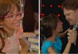 Garota com hidrocefalia realiza o sonho da festa de debutante e dança com seu melhor amigo com Down