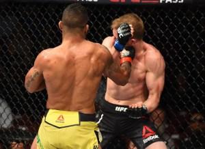 gilbert durinho nocaute ufc glendale 300x218 - Estrelas do UFC 236 vencem a balança e garantem disputas de cinturão em Atlanta