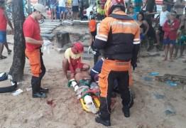 Homem é socorrido após ataque de tubarão em praia de Recife