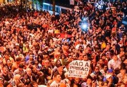 'Não vai prender', gritam manifestantes em São Bernardo