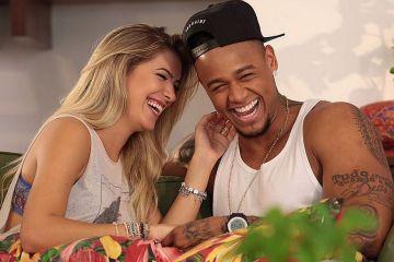 Léo Santana e Lorena Improta ficam noivos em noite de Natal