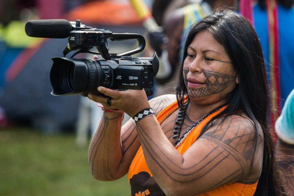 photo 2018 04 23 13 57 28 1024x682 - 3 mil indígenas estão em Brasília para o Acampamento Terra Livre 2018