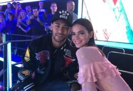 EMOÇÃO: Neymar e Bruna Marquezine acompanham de perto a final do 'The Voice Kids'