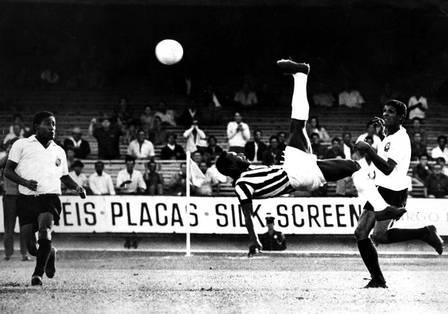 xpele 1.jpg.pagespeed.ic . EnJuXjJen - Pelé brinca com golaço de CR7: 'Fico imaginando de onde ele aprendeu aquilo'