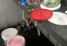 PMs descobrem produção de sacolé dentro de banheiro de rodoviária- VEJA VÍDEO