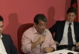 Amadeu se cala durante coletiva; FPF diz não ter sido notificada sobre intervenção
