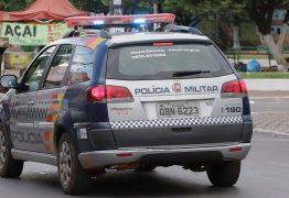 Homem mata esposa e é preso no local do crime dando banho no filho de 9 meses