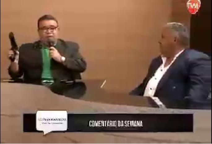 RUI GALDINO OFICIAL - VEJA VÍDEO: apresentador empunha pistola e diz que eleitor deve usar outra arma no dia da eleição
