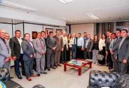Lira recebe os prefeitos que estão em Brasília para participar da Marcha a Brasília em Defesa dos Municípios