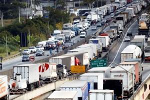 brasil greve caminhoneiros 20180525 0036 copy 300x200 - Estado não pode ser prisioneiro da sociedade: 'Crise dos combustíveis expõe face cruel do neoliberalismo' - Por Flávio Lúcio