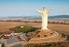 Maior estátua de Jesus do mundo gera polêmica por trazer sinal de wi-fi da coroa -VEJA VÍDEO