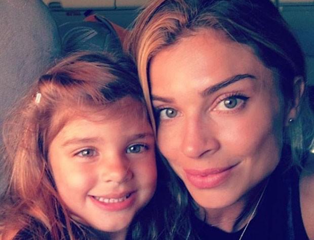 """grazi massafera2 - Grazi Massafera posta foto com Sofia e ganha elogio de Mariana Goldfarb: """"lindas"""""""