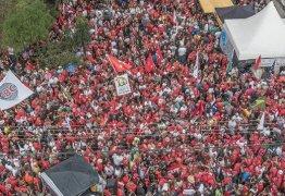 PRIMEIRO DE MAIO: Milhares se reúnem em Curitiba para dar bom dia a Lula – VEJA VÍDEO