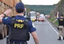 Associação de policiais federais divulga nota em apoio a caminhoneiros