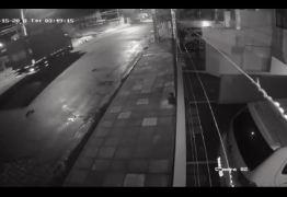 VEJA VÍDEO: Motorista de caminhão cochila e invade residência no Bessa
