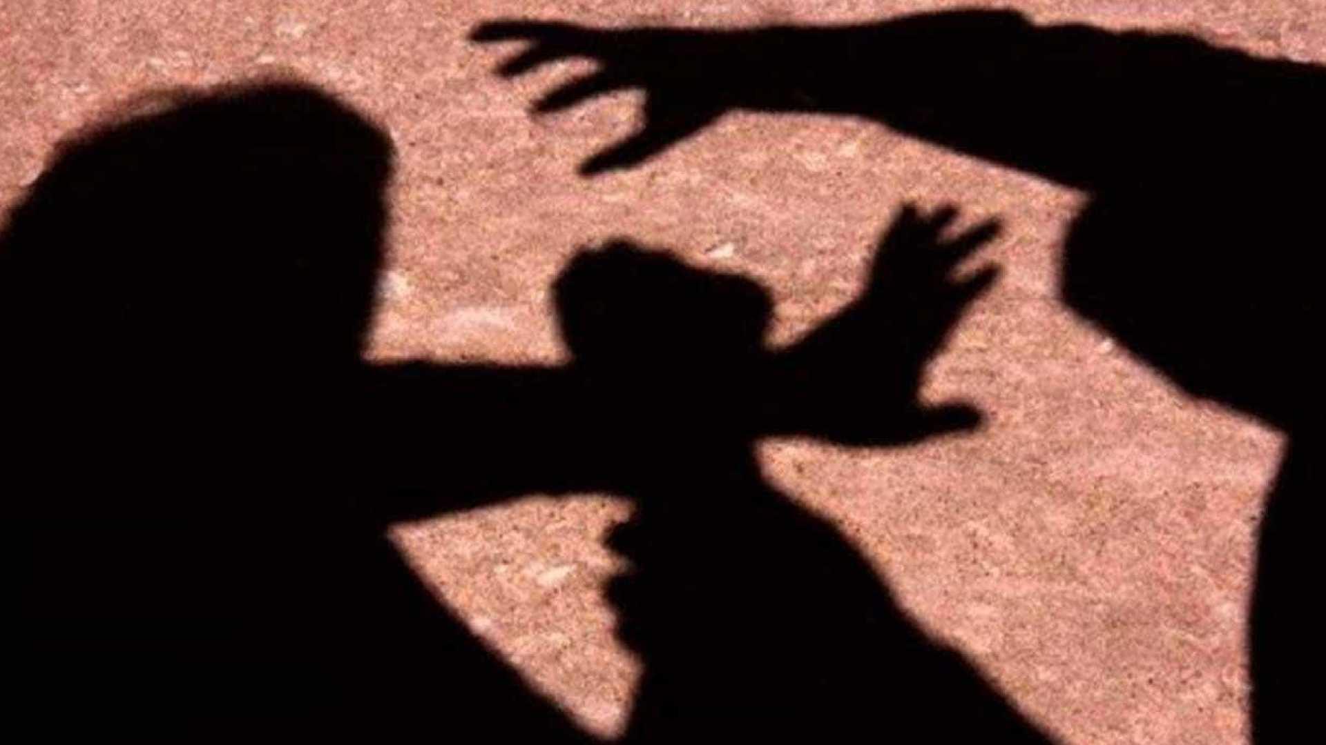 naom 5994b9b08714d - Pai força filha de 13 anos a entrar em matagal e estupra adolescente