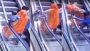 naom 5afc20b5385fa 300x169 - VEJA VÍDEO: Bebê morre após cair do colo da mãe em escada rolante de shopping