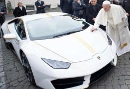 Papa Francisco vende Lamborghini por R$3 milhões em leilão