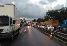 Protesto dos caminhoneiros continua nesta quarta-feira, na PB; BR-101 segue interditada
