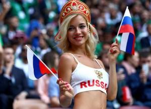 1 218 300x217 - 'Detetives' da web investigam torcedora símbola da Rússia e descobrem profissão ousada da musa da Copa