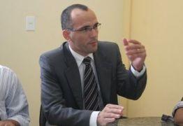 Procurador da República esclarece que estabelecimentos ainda precisam fixar cartazes contra discriminação sexual; OUÇA