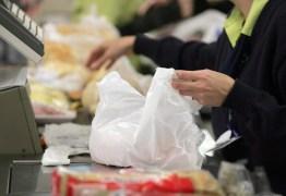 Procon-JP alerta que exigência do lacre de bolsas e sacolas é prática abusiva