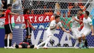 2018 06 15t135214z 136680183 rc110d5cb300 rtrmadp 3 soccer worldcup egy ury 300x169 - Salah fica no banco, Suárez perde chances, mas Uruguai vence o Egito no sufoco