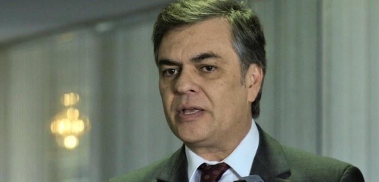 Cássio - Cássio Cunha Lima interrompe campanha e embarga para Brasília