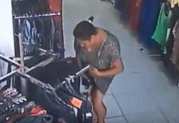 VEJA VÍDEO: Mulher é flagrada roubando roupas dentro de loja em João Pessoa