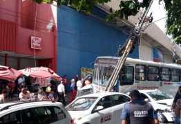 Taxista passa por cirurgia e continua internado após acidente com ônibus no centro de  João Pessoa