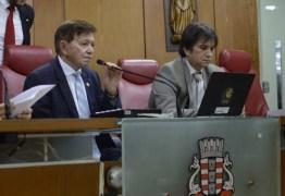 OUÇA: 'Somos 36 palhaços comandados pelo palhaço maior, que é o presidente Gervásio Maia', diz João Henrique