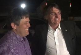VEJA VÍDEO: Bolsonaro defende armamento civil e diz que não consegue dormir sem uma 'pistola' ao lado, em passagem pelo São João de Patos