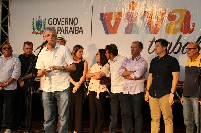 download 15 - Ricardo assina 80 contratos do Empreender e libera mais de R$ 800 mil em créditos para a região de Cajazeiras