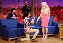 VEJA VÍDEO: Dudu Camargo pede 'Barbie humana' em namoro na tv