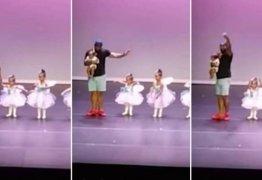 Pai sobe no palco e dança balé com filha de dois anos; VEJA VÍDEO!
