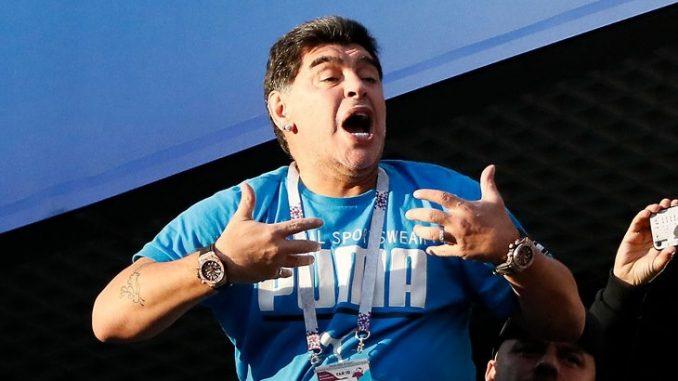 Jornal informa morte de Maradona após mal súbito: