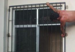 Homem fica preso em buraco do ar-condicionado durante tentativa de fuga