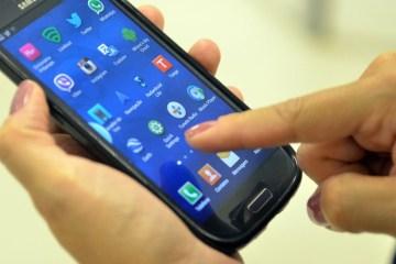 smartphone - Teles propõem vale internet de R$ 15 para baixa renda e governo avalia proposta