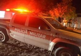 Dupla encapuzada mata homem a tiros na porta de casa, em Santa Rita