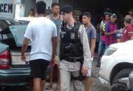 Prefeito de Areia, do PSDB, e o filho trocam agressões com feirantes em plena feira livre do município