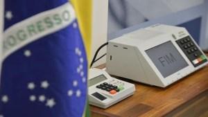 urna 300x169 - Cinco partidos vão definir presidenciáveis ou alianças neste domingo