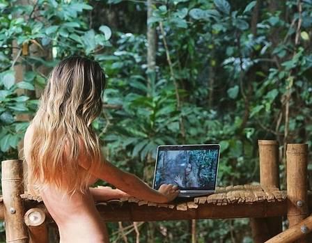 xblog jungle 3.jpg.pagespeed.ic .jL2z8OYmeG - Mulher desiste da 'civilização ocidental' e vai morar em selva