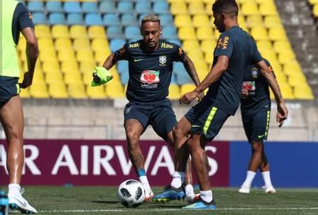xneymar 3.jpg.pagespeed.ic .2QR0DO1gp8 - Neymar participa de treinamento antes de viagem do Brasil para São Petersburgo