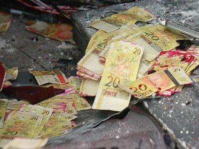 20140829073641 - MADRUGADA DE TERROR: Grupo armado explode agência bancária e promove tiroteio no sertão da PB